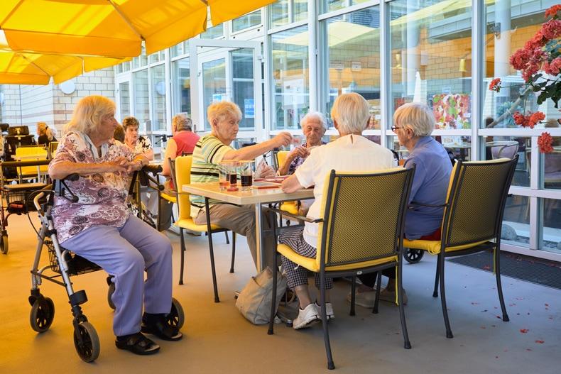 Alter-heim_cafeteria
