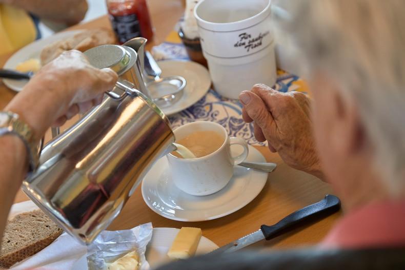 Alters-und-pflegeheime_fruehstueck